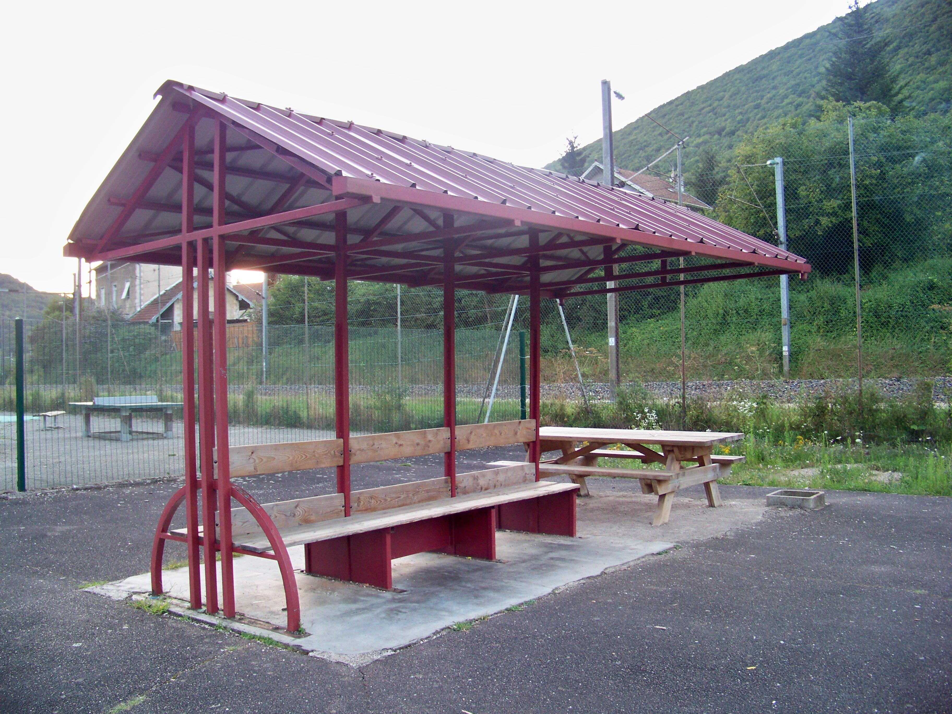 table-de-pique-nique-aire-de-jeux